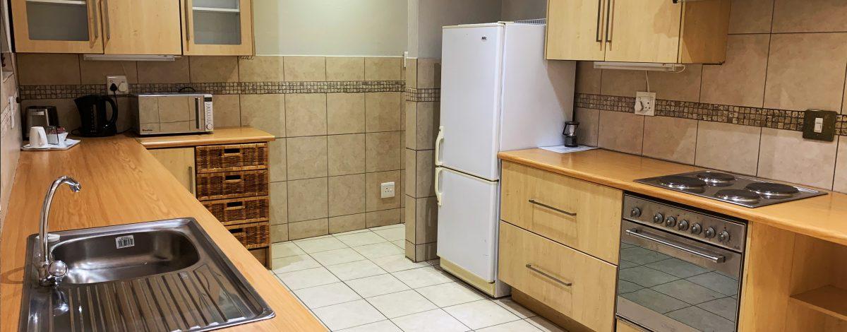 the-catwalk-lodge-self-catering-kitchen-unit-oak