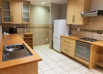 the-catwalk-lodge-self-catering-kitchen-unit-oak
